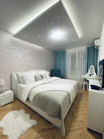 AH Luxury Skynight Apartment