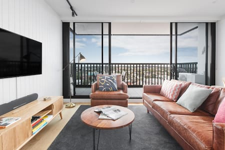 Thriving Location with Spectacular Rooftop Views