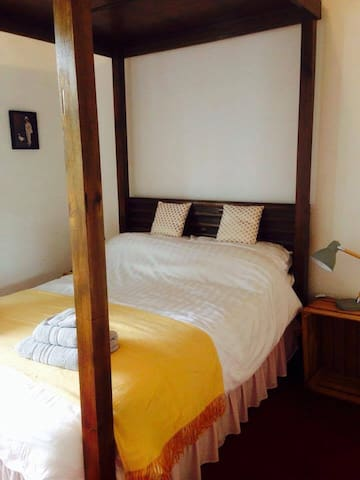 Craig Villa Guest House - double 4 Poster Room - Dalmally - Bed & Breakfast