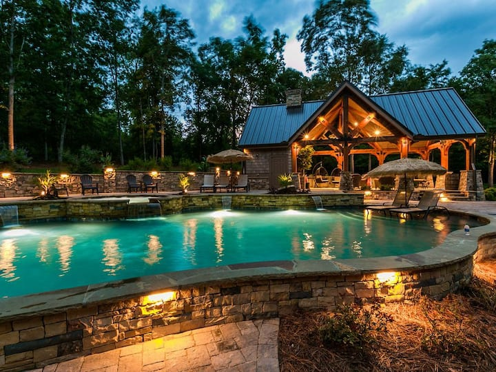 28 ac. Estate, Lake Front, New Pool, Hot Tub, Pontoon, Docks, Theater