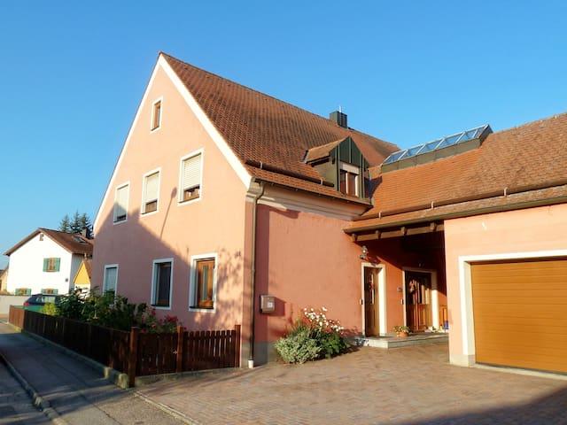 Ferienwohnung Gleis - Tegernheim - Wohnung