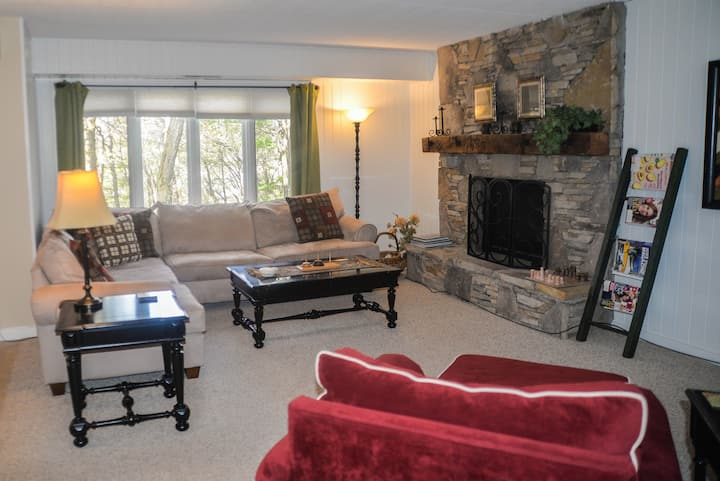 Updated Condo w/Golf, Spa&Shuttle to 7SpringsLodge