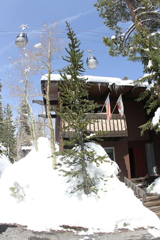 Renovated 4 bd 3 bth home sleeps 10 - Mammoth Lakes - Dom