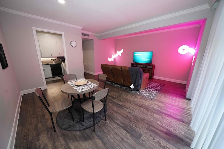 HarlowStays | Clean and  BRIGHT 1Br |  Galleria