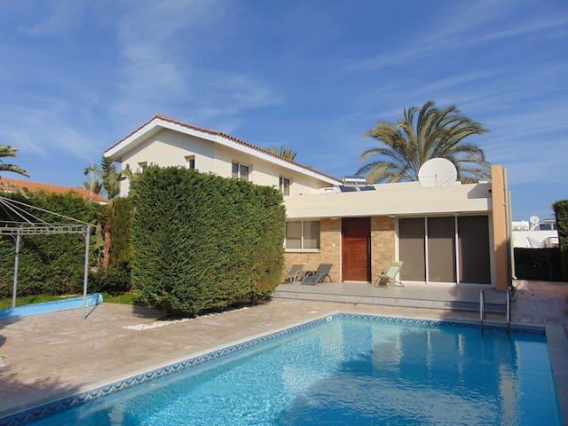 Villa Thea, 3 bedroom villa in Pervolia, Larnaca - Perivolia - Maison