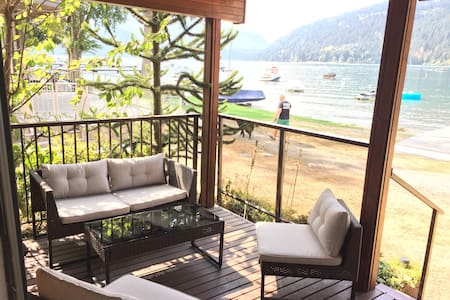 Cultus Lake Waterfront Cabin - Cultus Lake
