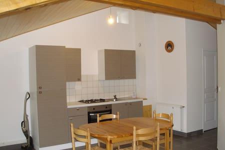 Studio meublé sous les toits à la campagne - Saint-Pal-de-Mons