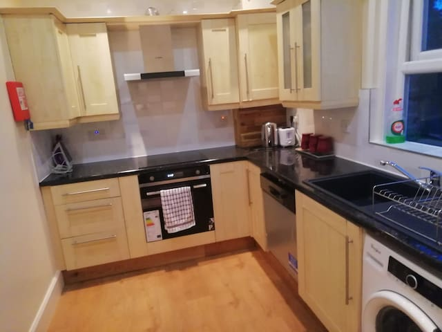 Fully equipped Kitchen - Dish Water, Washing Machine, Microwave Plus more