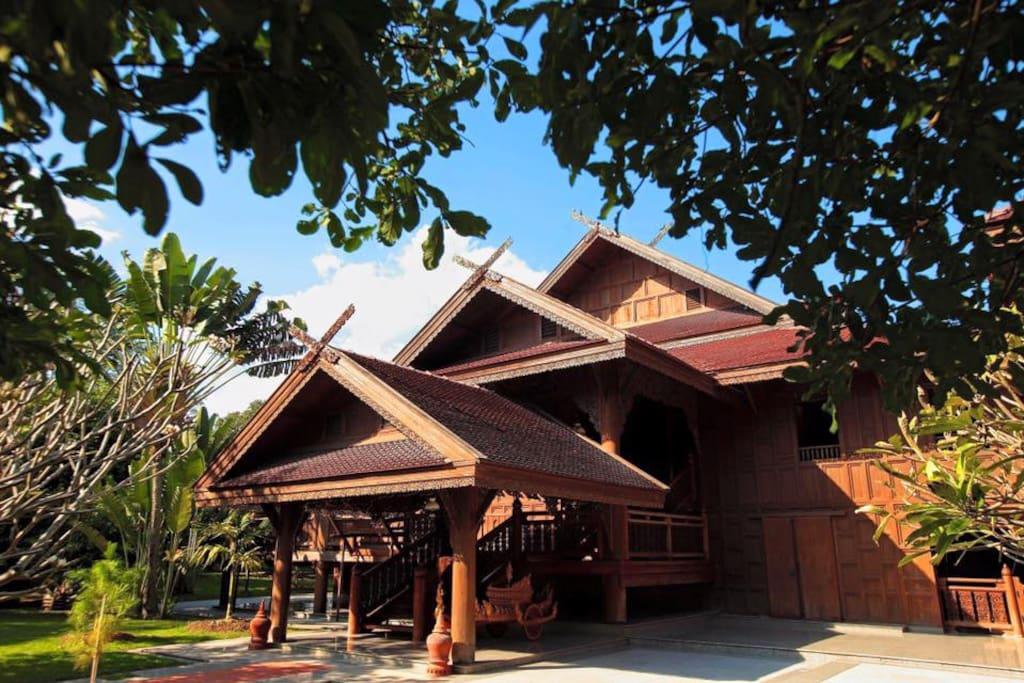 """The Main """"Boontarn"""" Building (Huean Boontarn)"""