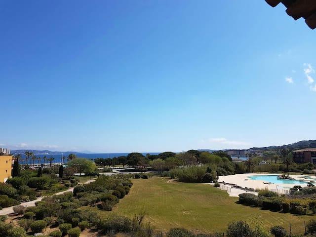Superbe T2 vue mer dans le golfe de Saint Tropez