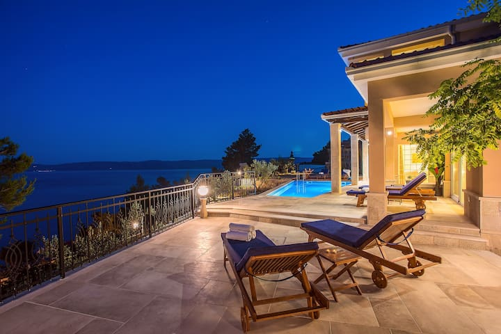 5 star Villa Porto Mimice, 40sqm pool with massage