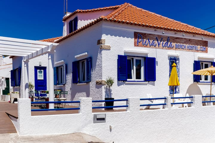 Pura Vida Beach Hostel - Pescado - Lourinhã - Bed & Breakfast
