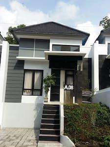 Homestay Villa Pesona Bandungan Menginap 1 Rmh.