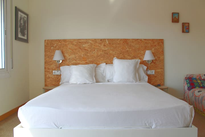 King size bed (160X200)