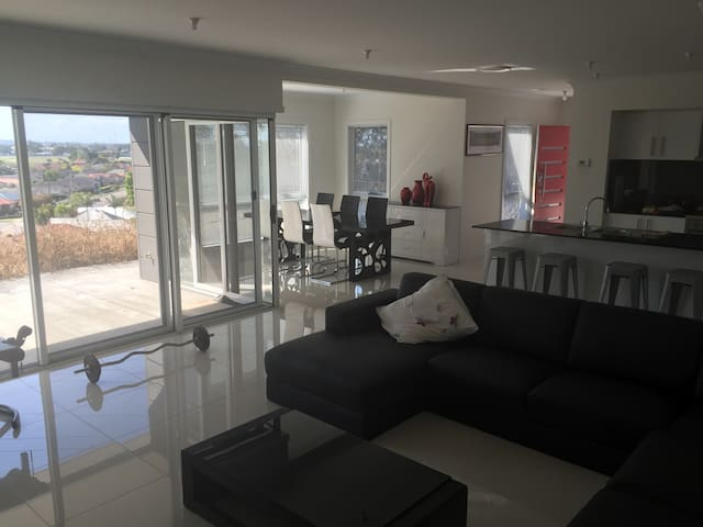 Stunning 1 bedroom home with views - Merewether - Hus