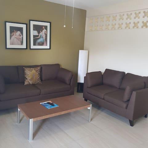 (New) Tamuning Ocean villa for 5 people beach side
