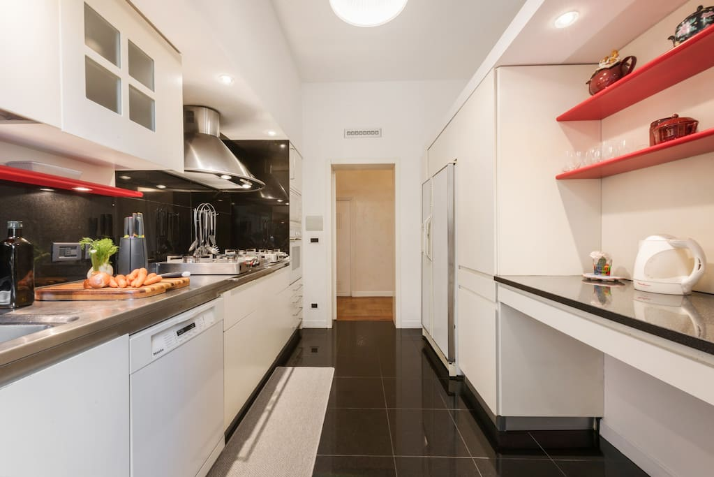 Upper floor | The equipped kitchen