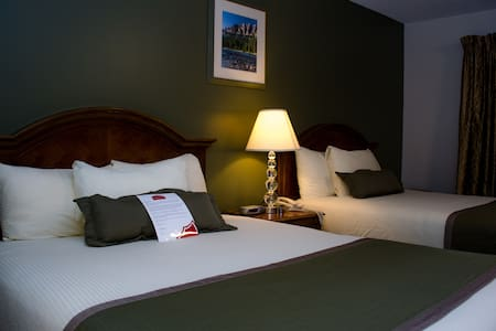 Comfortable King Room Stay w/ Low Airbnb Rate - Medicine Hat - Other