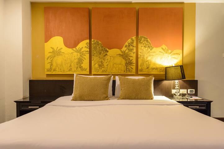 Deluxe room @ Heritage Sathorn | BUA