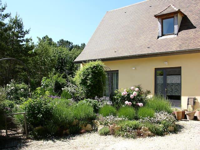 le Gite en Paille, bio-écolo, à 15mn de Lascaux! - Peyzac-le-Moustier - House