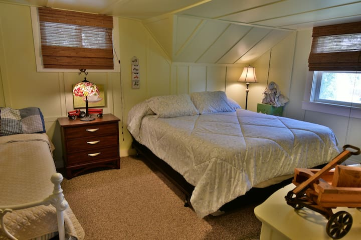 Upstairs Master Bedroom Cal King Bed and Twin Day Bed