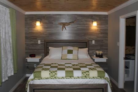 Humpback Suite - Raleigh Rooms