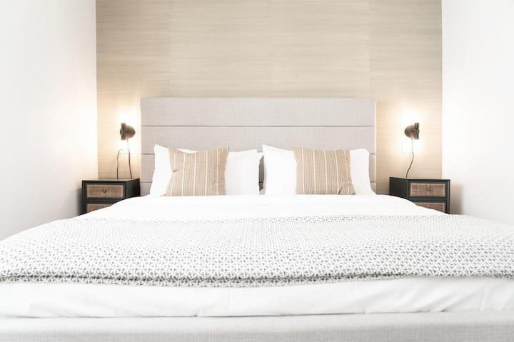 Jurny - Collins Hotel - Touchless Unit by Ocean