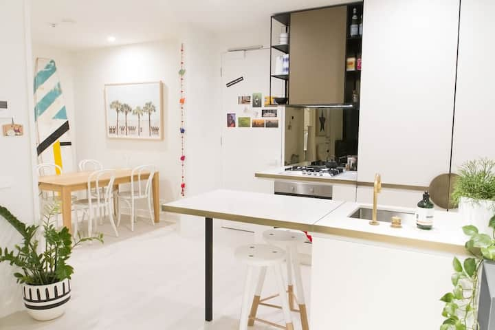 Trendy 1 BD Apartment in the Heart of Collingwood.