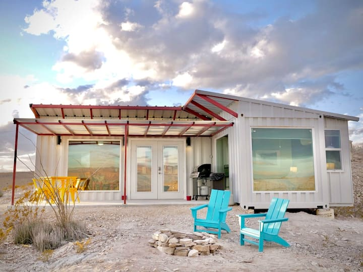 Fossil Knob Ridge -Mariscal: Ultra Modern Container Home
