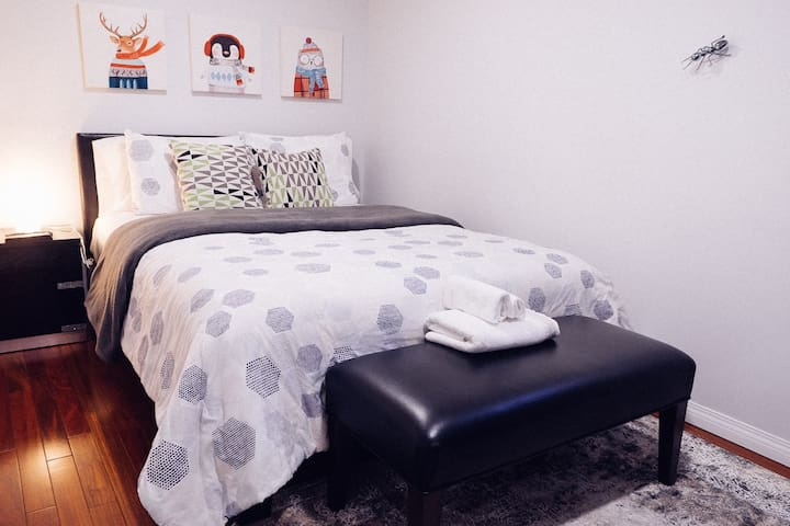 Cozy Suite...steps from trendy Westhill Mall!