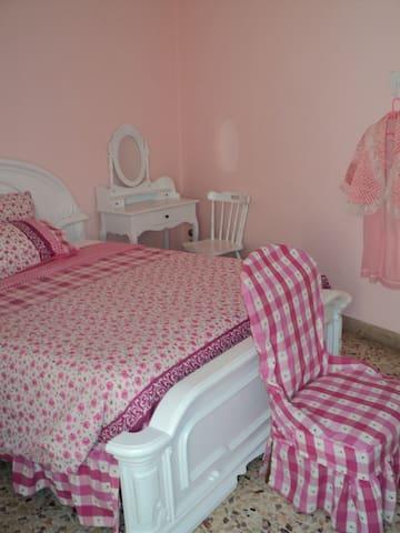 camera letto appartamento 1°piano