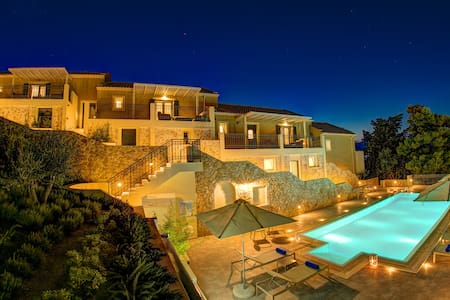 Exclusive 2 bedroom suite with pool and views - Argostoli