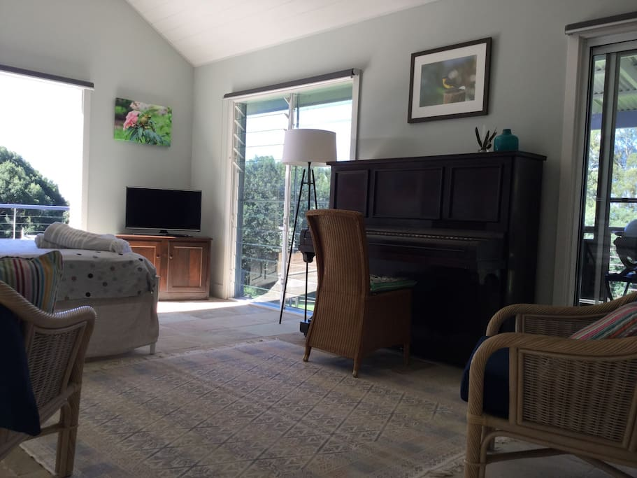 Queen bed , smartTV, WiFi, space opens to large deck and views