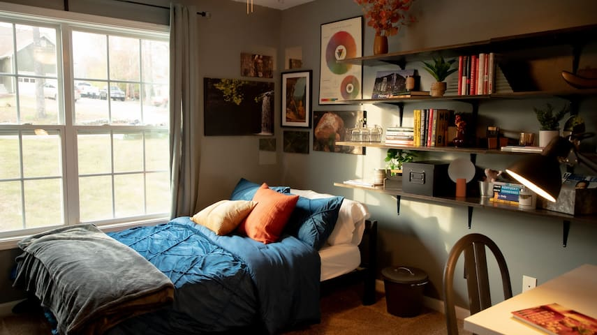 Bedroom 4: Located on the upper floor, this bedroom features one full-sized bed, a bookshelf full of books and decor for you to enjoy, and a writing desk with a lamp! A spacious room for one or a cozy couple!