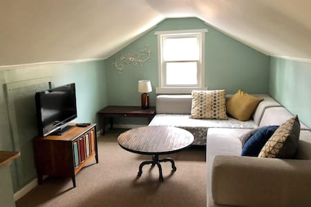 Just Remodeled 6 mi to Downtown Asheville Sleeps 8