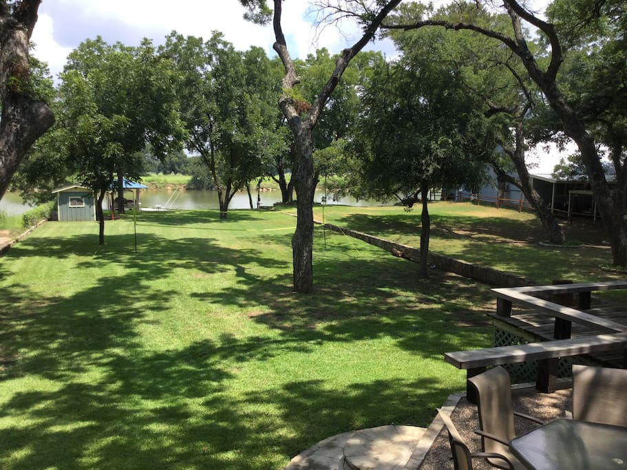 Brazos river house studio houses for rent in brazos for Murphy s hook house fishing report