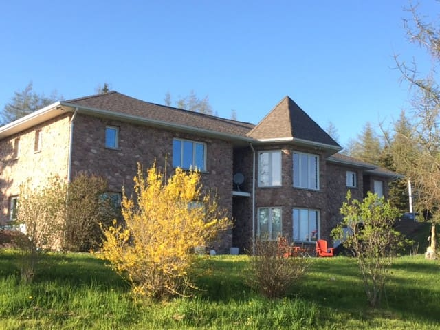 3 Bedroom Home on 20+ acres just 10 mins from town