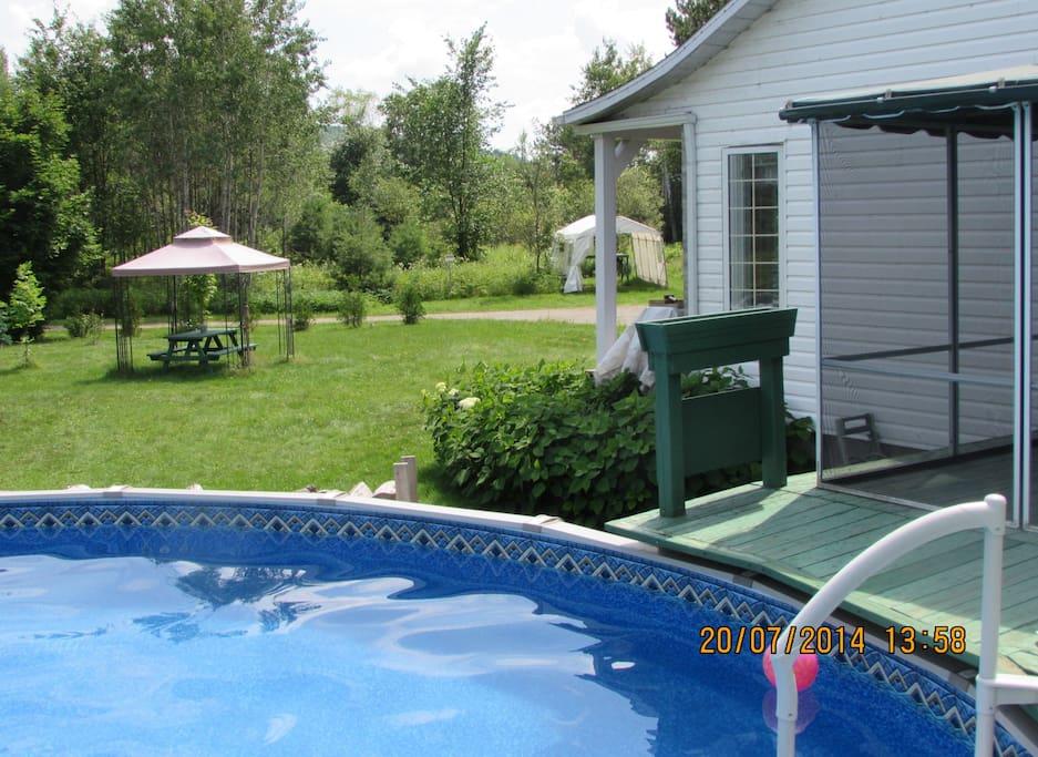 Grande piscine ronde, 24 pieds (7.3 mètres).