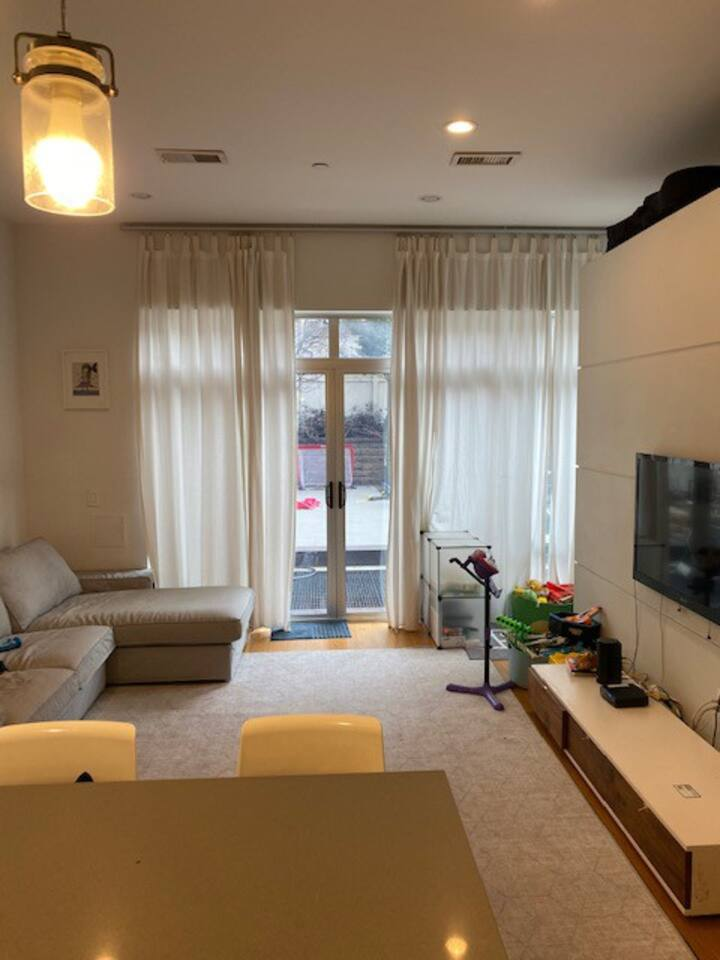 3 Bdrm Apt with Amazing Outdoor Space with BBQ