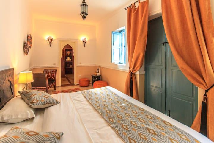 """Riad l'Orange Bleue, chambre Deluxe """"Safran"""""""