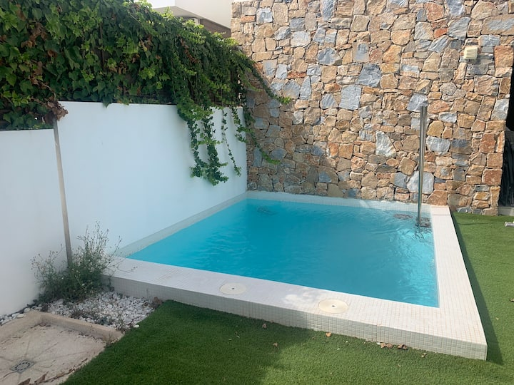3 bed modern villa with private pool , ac & WiFi