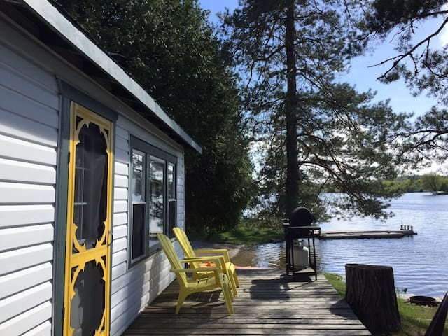 Evergreen -2BDRM On pigeon lake in the Kawarthas
