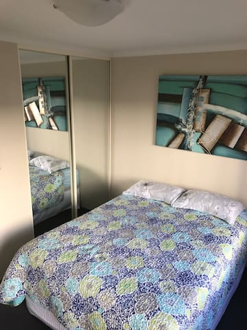 Room close to Airport, Casino and Perth City.