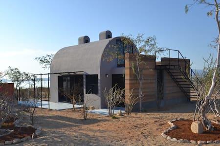 Casa de Barro - Serenade Hut & Chloe's Corner