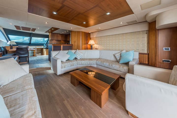 Magnificent Sunseeker 70 yacht