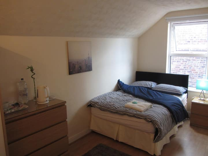 clean and bright room in Hale