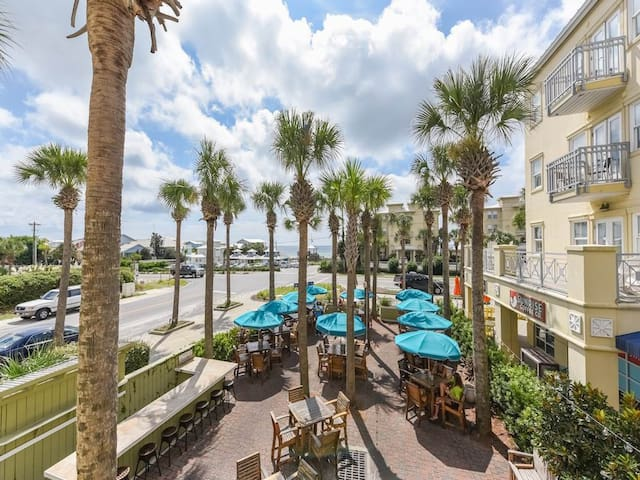 Gulf Breeze at Gulf Place with Ocean Views