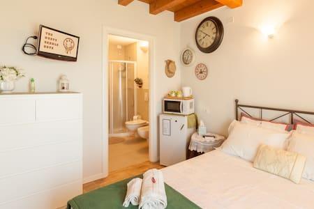 3 camere moderne e attrezzate  con  bagno privato - Vicenza