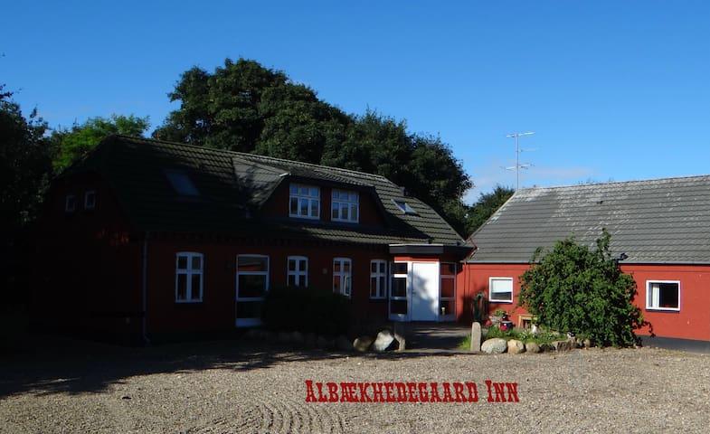 Albækhedegård Inn, Hyggeligt landsted - Kibæk - Altres