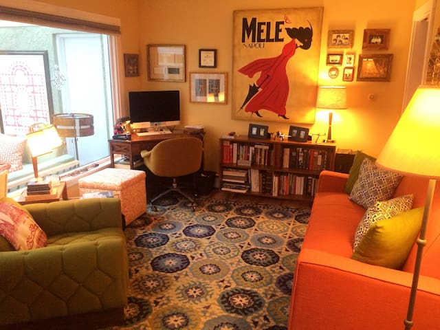 Sunny Mid Century Cottage - Auburn - Appartement